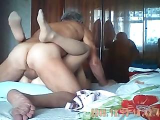 ноутбуком девушка кончает фонтаном порно онлайн как это узнать позонить