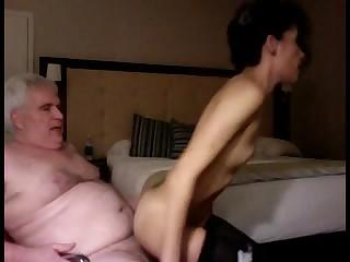 Смотреть онлайн харево пузатого деда от молодкой