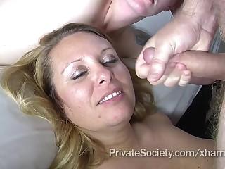 Зрелищные камшоты с итальянских порно кастингов