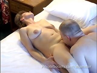 Порно зрелая жена раком, секс на раздевалке женский спортзале видео