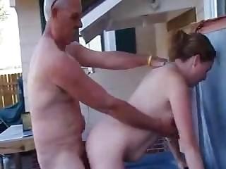 Седой староста во гостях трахает сраку рядышком на дому свою подчиненную