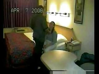 Местная уборщица подрабатывает шлюхой в отеле