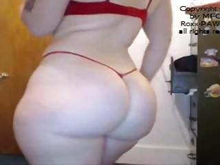 Шлюха Roxie Pawg показала большую попу во своем частном порно