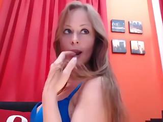 Красавица от упругой попкой снимает себя обнаженной возьми вебкамеру