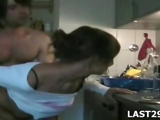 Горячий личный сношение мужа равно жены возьми кухне