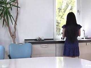 Домашнее порно  со большими сиськами через одинокой японской домохозяйки в душе
