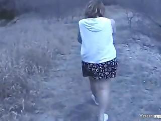 Частное порно  со милой опытной проституткой на природе